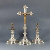 Krzyż ołtarzowy i lichtarz